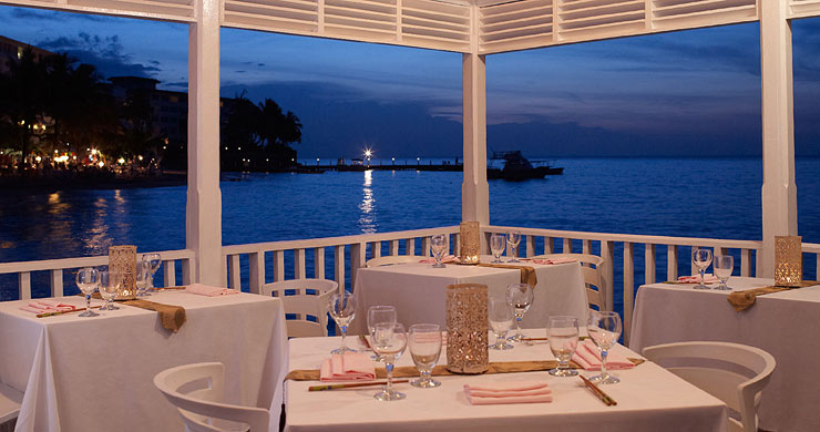 tower-isle-sl-bayside-restaurant-table
