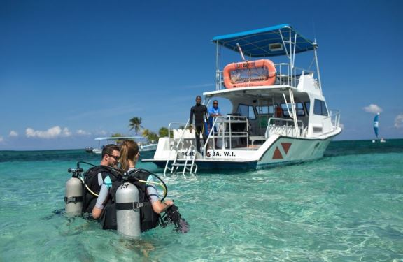 5 reasons to go scuba diving in Jamaica - Couples Resorts