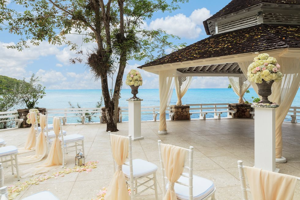 How to Plan a Beach Wedding in Jamaica - Couples Resorts