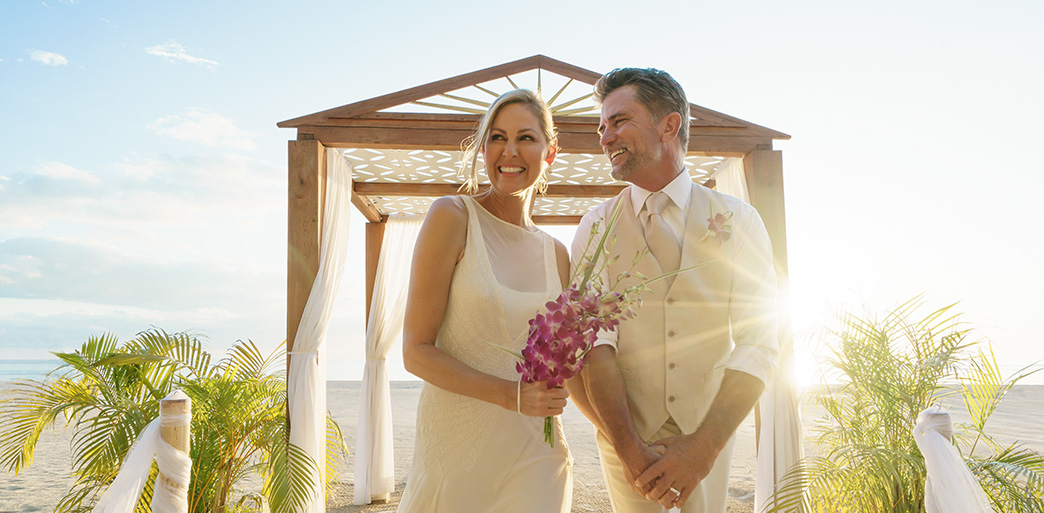 How to plan a vow renewal ceremony - Couples Resorts