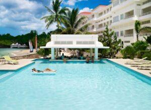 https://couplesresorts.co.uk/blog/best-swim-up-bars-in-jamaica/